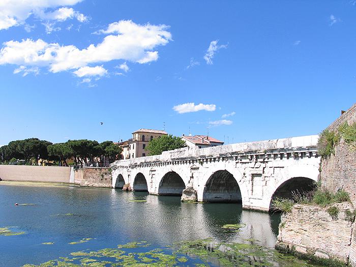 Foto ponte tiberio rimini informazioni rimini guida rimini for Foto di ponti coperti